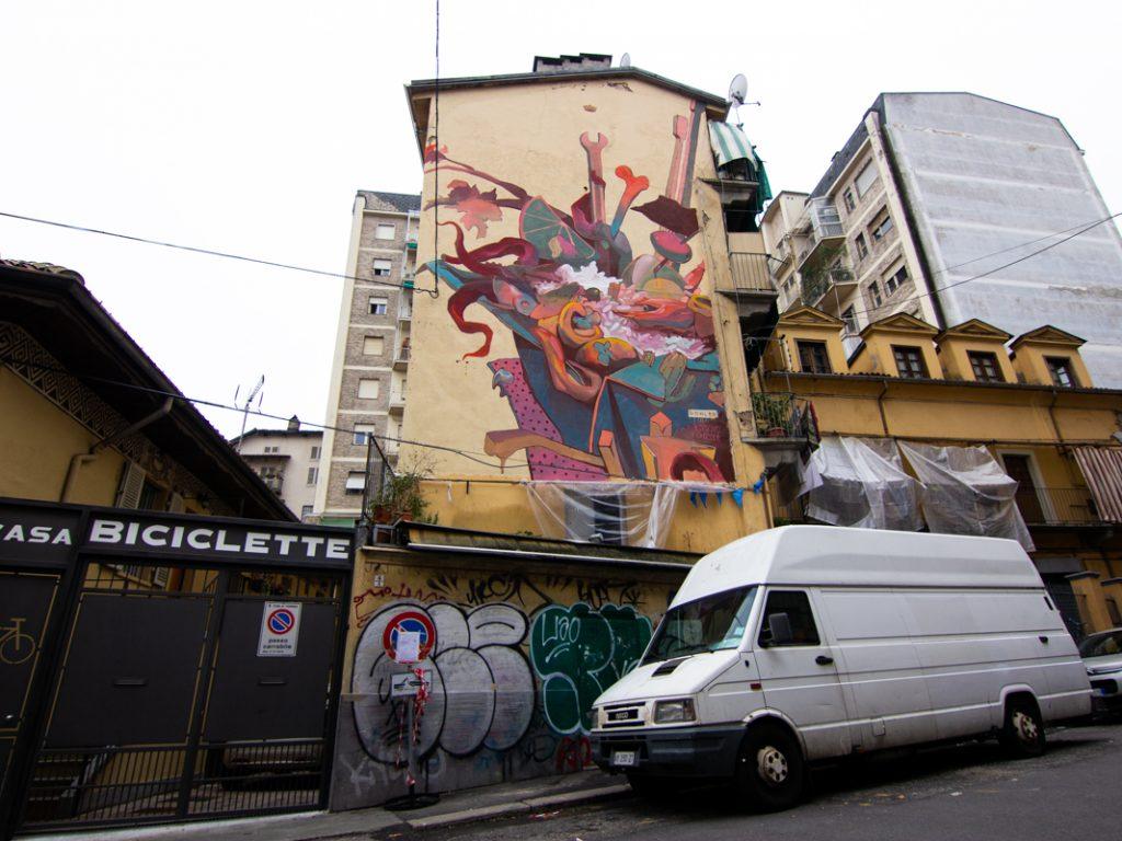 Il murale del duo Howler al Balon di Torino per Club Palazzo